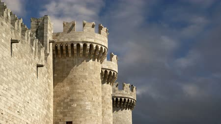 музей : Rhodes Island, Greece, a symbol of Rhodes, of the famous Knights Grand Master Palace (also known as Castello) in the Medieval town of rhodes, a must-visit museum of Rhodes Стоковые видеозаписи