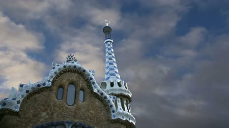 Каталония : Gaudis Parc Guell in Barcelona, Spain Стоковые видеозаписи