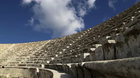 ruiny : Amphitheater in Jerash Gerasa of Antiquity, capital and largest city of Jerash Governorate, Jordan Wideo