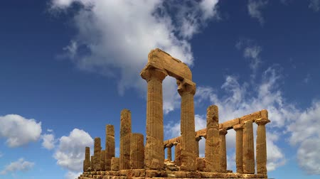 ruiny : Ancient Greek Temple of Juno V-VI century BC, Valley of the Temples, Agrigento, Sicily. The area was included in the UNESCO Heritage Site list in 1997