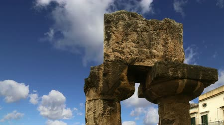 turistik : Ancient Greek APOLLO TEMPLE. Syracuse Siracusa, Sarausa-- historic city in, Sicily, Italy