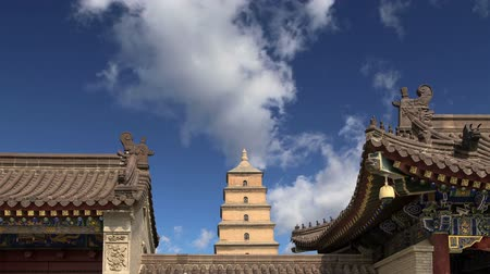 пагода : Giant Wild Goose Pagoda or Big Wild Goose Pagoda, is a Buddhist pagoda located in southern Xian Sian, Xian, Shaanxi province, China