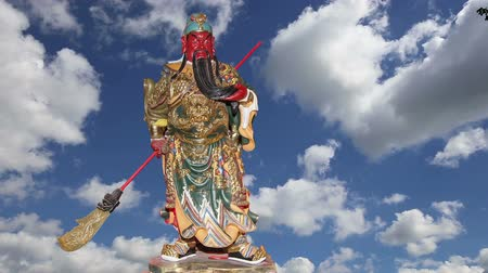 божество : Dharmapala (protector of dharma), Buddhist temple in Beijing, China. Dharmapala is a type of wrathful deity. The name means Dharma-defender in Sanskrit, also known as the Defenders of the La (Dharma) Стоковые видеозаписи