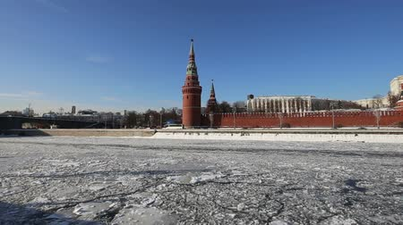 rusya : View of the Moskva River and the Kremlin (winter day), Moscow, Russia - the most popular view of Moscow Stok Video