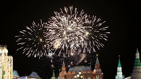 ohňostroj : Fireworks over the Moscow Kremlin at night, Russia (with zoom)