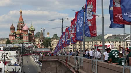 vítejte : Welcome flags on Moscow streets in honor of the 2018 FIFA World Cup in Russia Dostupné videozáznamy