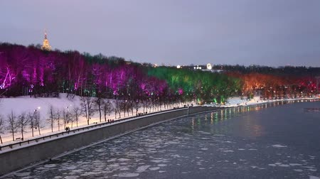 yerler : Christmas (New Year holidays) decoration in Moscow, Russia-- Vorobyovskaya Embankment