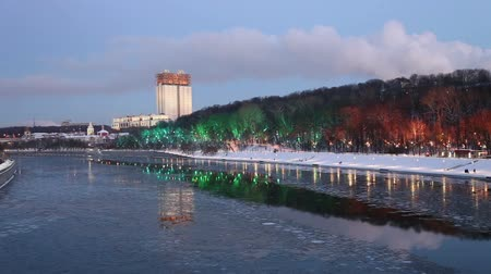 díszített : Christmas (New Year holidays) decoration in Moscow (at night), Russia-- Andreevskaya (Andreevsky) embankment