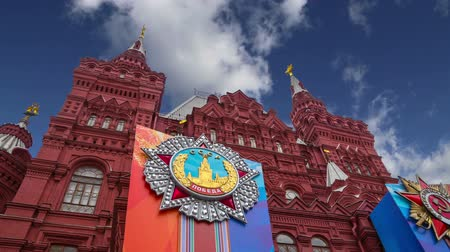 medaille : Historical museum (Victory Day decoration) against the sky, Red Square, Moscow, Russia