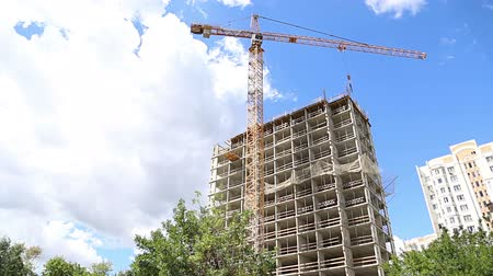 andaime : Multi-storey building under construction (new residential complex). Construction site upon renovation program in Cheryomushki district, Moscow, Russia