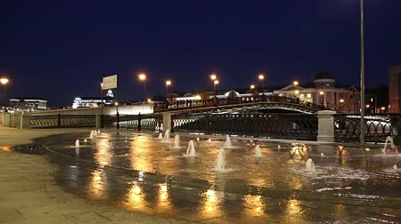 drenaggio : Fountains on the Bolotnaya Embankment (at night), Moscow city historic center, popular landmark. Russia