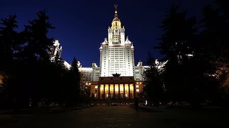 classificação : Moscow State University on Sparrow Hills (at night), main building, Russia. It is the highest-ranking Russian educational institution