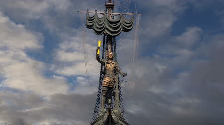 ピーター : Peter the Great Statue (on the background of moving clouds), Moskow, Russia. It was designed by the Georgian designer Zurab Tsereteli and was erected in 1997