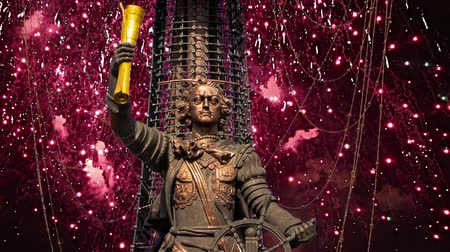 projetado : Fireworks over the Peter the Great Statue, Moskow, Russia. It was designed by the Georgian designer Zurab Tsereteli and was erected in 1997 Vídeos