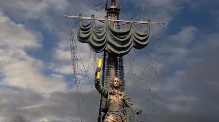 szomjúság : Peter the Great Statue (on the background of moving clouds), Moskow, Russia. It was designed by the Georgian designer Zurab Tsereteli and was erected in 1997