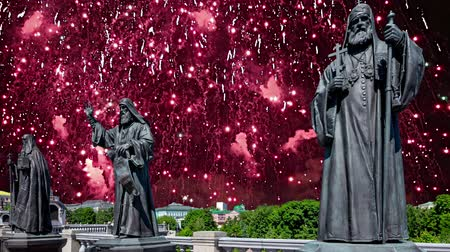 Fireworks over the monuments of the sculptural complex Patriarchs of Moscow and all Russia near the Cathedral of Christ the Savior. Moscow, Russia. Stock mozgókép