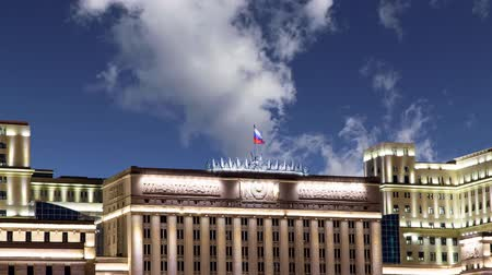 malebný : Main Building of the Ministry of Defense of the Russian Federation (Minoboron) on the background of moving clouds - is the governing body of the Russian Armed Forces. Moscow, Russia