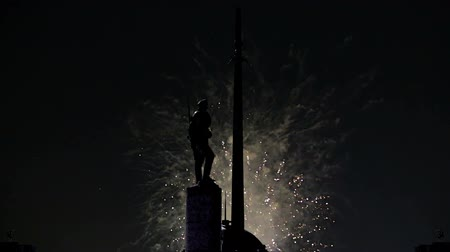 obelisco : Fireworks over the War memorial in Victory Park on Poklonnaya Hill (Gora), Moscow, Russia. Vídeos