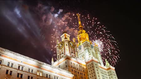 основной : Fireworks over the main building of the Moscow State University on Sparrow Hills, Russia Стоковые видеозаписи