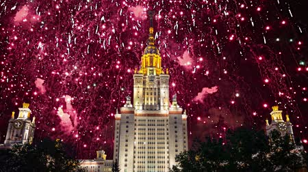 sovyet : Fireworks over the main building of the Moscow State University on Sparrow Hills, Russia Stok Video