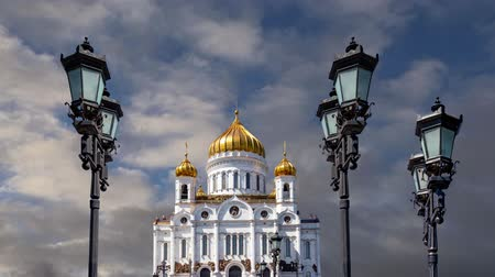 megmentő : View of the Christ the Savior Cathedral (day) on the background of moving clouds, Moscow, Russia. Stock mozgókép