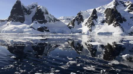 Антарктика : Mountain view in Antarctica