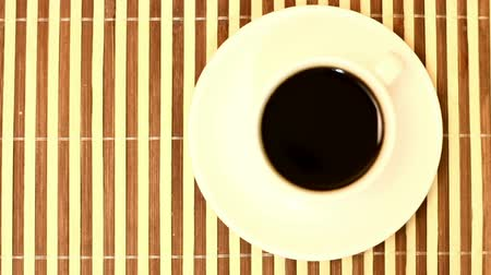 coffee grounds : The cup of coffee. Time lapse