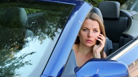 брюнет : Girl with a phone in a cabriolet car