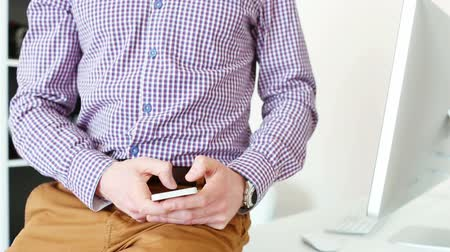 telecoms : A man using a smartphone in office Stock Footage