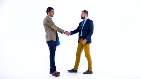 desgaste formal : Two business partners shake hands welcoming each other in studio