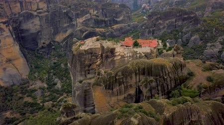 st stephen : Flight over the rock formations and monasteries of Meteora, Greece. Stock Footage