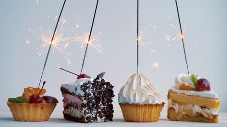 queque : Different cupcakes with sparklers. Idea for holidays, birthdays, anniversaries, celebrations and parties