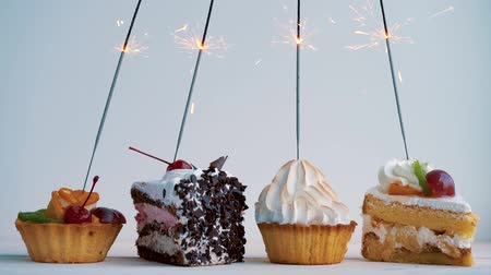 desszertek : Different cupcakes with sparklers. Idea for holidays, birthdays, anniversaries, celebrations and parties