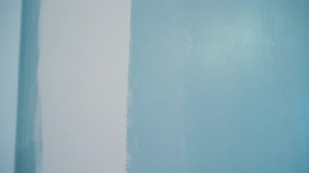 obnova : Painter paints the walls in blue color