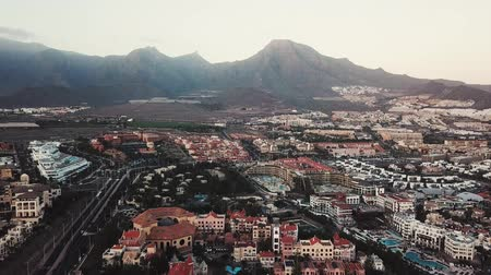 turisták : View from the height of the city of Santa Cruz de Tenerife on the Atlantic coast. Tenerife, Canary Islands, Spain