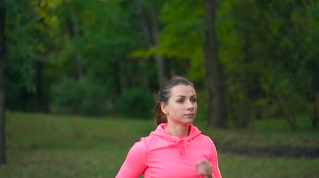 dżungla : Close up of woman running through an autumn park at sunset Wideo