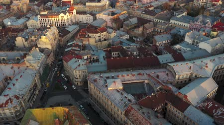 városháza : Aerial view of the historical center of Lviv. Shooting with drone Stock mozgókép