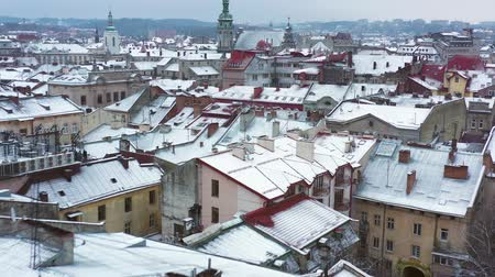 западный : Aerial view of the historical center of Lviv in winter. Shooting with drone Стоковые видеозаписи