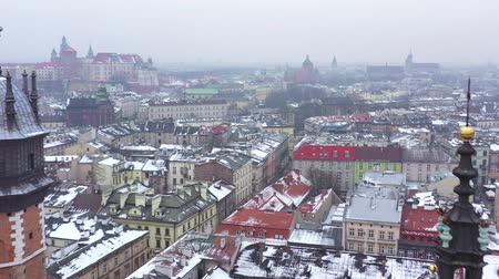 torre : Aerial view of the historical center of Krakow, church, Wawel Royal Castle in winter