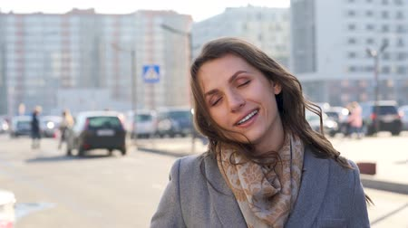 mutlu : Portrait of a woman with a hairstyle and neutral makeup on a city background closeup
