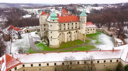 torre : View from the height of the castle in Nowy Wisnicz in winter, Poland. Accelerated video Stock Footage