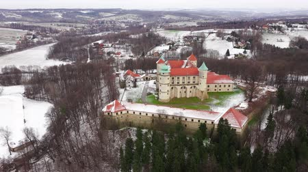 torre : View from the height of the castle in Nowy Wisnicz in winter, Poland