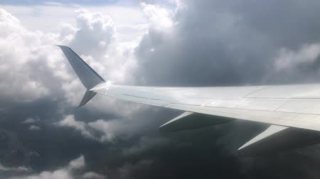 chmury : Airplane wing in the clouds. View from the window of the plane Wideo