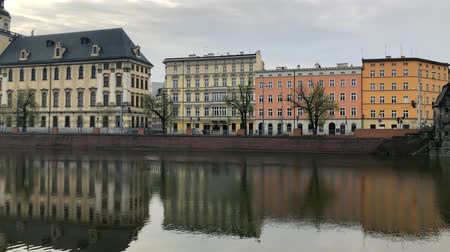 nuvem : Historical center of Wroclaw - the university and the Oder River Embankment, Poland. Time lapse Vídeos