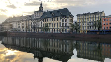 chmury : Historical center of Wroclaw - the university and the Oder River Embankment, Poland. Time lapse Wideo