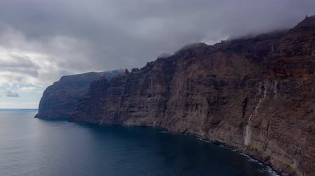 praia : Aerial hyperlapse of Los Gigantes Cliffs on Tenerife overcast, Canary Islands, Spain