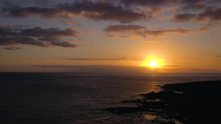odraz : Aerial view of the Atlantic Ocean and the rocky coast on the background of a beautiful sunset Dostupné videozáznamy