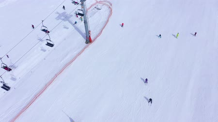 リフト : Ski slope - ski lift, skiers and snowboarders going down. Aerial view