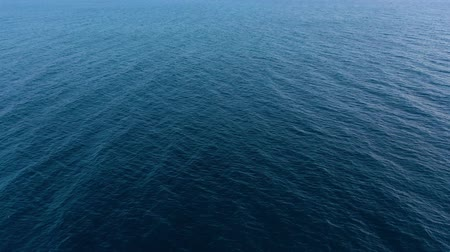 água salgada : Flying over the blue surface of the sea or ocean Stock Footage