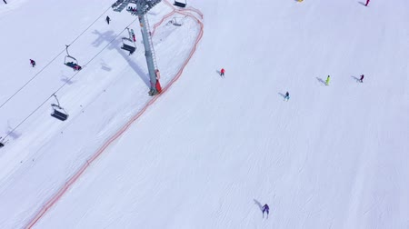 narciarz : Aerial view of ski slope - ski lift, skiers and snowboarders going down Wideo